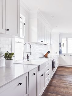 """For a small kitchen """"spacious"""" it is above all a kitchen layout I or U kitchen layout according to the configuration of the space. Home Decor Kitchen, Kitchen Interior, New Kitchen, Home Kitchens, Kitchen Dining, Kitchen Ideas, Coastal Kitchens, Kitchen Cupboard, Rustic Kitchen"""