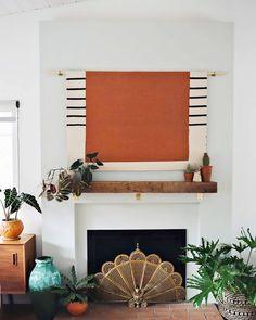 Living Room Tv Wall Fireplace Interior Design Ideas For 2019 Living Room Flooring, Rugs In Living Room, Living Room Decor, Dining Room, Tv Wand Diy, Tv Escondida, Tv Covers, Hidden Tv, Diy Fireplace