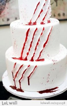 Awesome movie night cake idea! Would be great on a one layer/sheet cake/or cupcakes too.