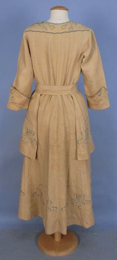ARTS & CRAFTS EMBROIDERED DAY DRESS, EARLY 20th C. : Lot 399