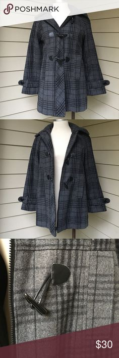 Women's Charles Klein Plaid Pea Coat size small Excellent condition without flaws. Size small. Wool/polyester shell with a polyester lining. Charles Klein Jackets & Coats Pea Coats