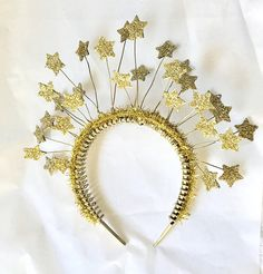 Gold headband with gold glittery stars. Can be made in other colors by request. Christmas Deco, Winter Christmas, Christmas Headpiece, Ziegfeld Girls, Twinkle Twinkle Little Star, Couple Halloween Costumes, Gold Stars, Party Time, Art For Kids