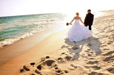 Beach wedding in Cancun at sunset