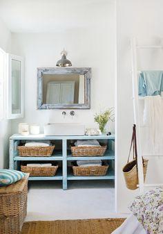 Makeover Your Small Bathroom Within a Budget - Room Design Made Easy Decor, Diy Bathroom Decor, Decor Design, Summer House, Bathroom Design Layout, Cottage Decor, House Interior, Beach Decor, Home Deco
