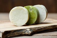 Il sapone di Marsiglia è un prodotto dalla consistenza piuttosto dura molto apprezzato dalle massaie per il suo inconfondibile colore tra i verde ed il giallo ed il caratteristico odore di pulito che dona al bucato. Ethnic Recipes, Food, Home, Green, Essen, Meals, Yemek, Eten