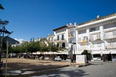 For a bit of leisurely entertainment, stroll closer to the main beach (Platja Gran) along the Passeig, where you'll come across a narrow park. Follow the link to see more pics of Cadaqués  http://mikestravelguide.com/things-to-do-in-cadaques-explore-the-town/