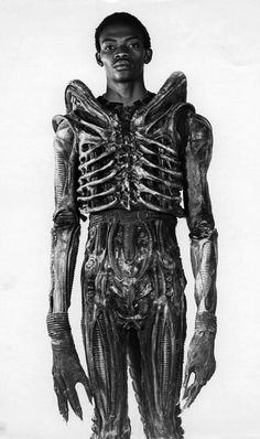 The man underneath the monster mask in Ridley Scott's 1979 sci-fi masterpiece Alien was Bolanji Badejo, a 7 foot tall Nigerian design student. He worked on the film for four months, spending every day wrapped in a suffocating custom fitted rubber suit, working to exude a presence of pure evil. Despite his incredible contribution to the film's success Badejo never received any publicity for his involvement. Ultimately, it would be his only film role. via http://reagancharlescook.tumblr.com