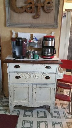 updated mobile home post, home decor, living room ideas, repurposing upcycling - Leslie Meyers - Coffee Stations Retro Home Decor, Rooms Home Decor, Diy Home Decor, Mobile Home Kitchens, Mobile Home Living, Remodeling Mobile Homes, Home Remodeling, Bathroom Remodeling, Bathroom Ideas