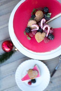 Lag en deilig ostekake med pepperkakebunn til jul. Denne nye vrien på klassisk ostekake kommer både små og store til å elske. Frisk, Acai Bowl, Panna Cotta, Food And Drink, Cakes, Baking, Breakfast, Ethnic Recipes, Pineapple