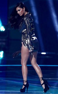Nicole Scherzinger – X Factor First Live Show in London Nicole Scherzinger, Beautiful Legs, Beautiful Black Women, Beautiful Ladies, Latin Women, Great Legs, Hot Brunette, American Singers, Beautiful Celebrities