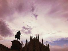 """Milano dei miei sogni quanto ti ho sognata da ragazzina e ora sei davvero """"tutta mia"""". Sei stata fonte di sogni e di passioni che mi porto tutt'ora con me a braccetto sogni e passioni che con il tempo si sono evolute ma che sono rimaste sempre forti e ben salde dentro di me. Mia bella Milano a noi 2 ci aspettano tante altre avventure insieme.  #Milano // #chiaralosh #city #italia #italy #duomo #duomodimilano #sky #pink #life #photo #photooftheday #photography #landscape #beautiful…"""