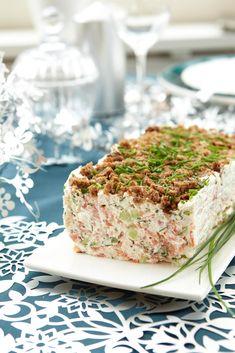 Ruispintainen lohi-kurkkuhyytelö   Maku Seafood Dishes, Fish And Seafood, Seafood Recipes, Finnish Recipes, Food Porn, Sandwich Cake, Sandwich Recipes, Savory Snacks, High Tea