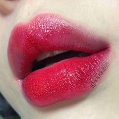 7 Tips to Finding the Best Lip Colors Best Red Lipstick, Hot Pink Lipsticks, Matte Lipstick, Dark Rose, Dark Grey, Fall Lip Color, Gradient Lips, Pink Lip Gloss, Perfect Lips