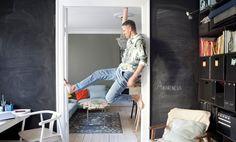 Fun ideas for small spaces Blackboard Paint, Chalkboard, Ideas Prácticas, Small Space Organization, Blackboards, Condominium, Tiny House, Small Spaces, Interiors