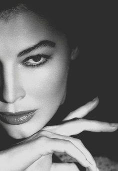 Ava Gardner                                                       …