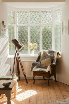 Victorian Living Room Renovation With Scandinavian Styling And Vintage Touches - Image By Richmond Pictures Rock My Style, Style Uk, Victorian Living Room, English House, Vintage Room, Scandi Style, Wooden Flooring, Kitchen Interior, Home Decor Inspiration