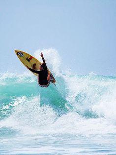 Rastasurfboardsdesign in Surfer Alana Blanchard. Alana Blanchard, Kitesurfing, Bethany Hamilton, Wakeboarding, Oahu, Surf Workout, E Skate, Fitness Video, Surfing Pictures