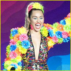 Miley Cyrus & Her Dead Petz' Free Album – LISTEN NOW! | 2015 MTV ...