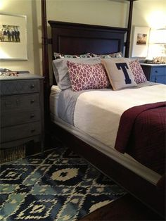 Looking for a spring bedroom update? @Christine Smythe Tarkenton shows you how with fabric from Jo-Ann! #joannhandmade #DIY #bedroom