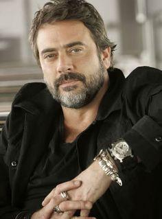 Jeffery Dean Morgan: very very handsome guy.....