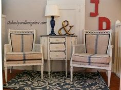 I Wish This Was an Upholstery Tutorial - The Backyard Bungalow