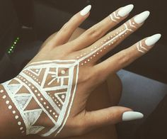 nails, white, and henna image Tattoo Tribal, Tattoo Henna, Henna Tattoo Designs, Geometric Henna Tattoo, Hanna Tattoo, Simple Hand Henna, Cute Henna, Tribal Makeup, Henna Designs Easy
