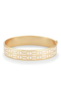 This reversible enamel bracelet can compliment any outfit. For a seasonal look, shop the Breezeblock Enamel Bangle at Stella & Dot. #stelladotstyle #summer2016