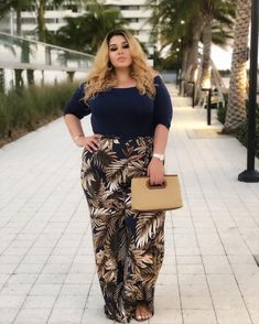 Plus size outfits Curvy Outfits, Fashion Outfits, Womens Fashion, Ladies Fashion, Fashion Boots, Fashion Ideas, Fashion Tips, Fashion Design, Fashion Trends