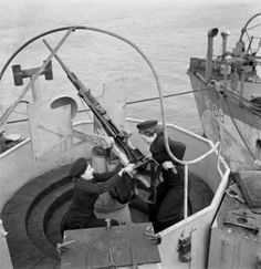 """Two """"Wrens"""" -- Womens Royal Naval Service -- armourers are shown servicing a shipboard Oerlikon anti-aircraft gun during WWII. 1940s Woman, Canadian Soldiers, Heavy Cruiser, Female Soldier, Royal Navy, British History, Battleship, Wren, Military History"""