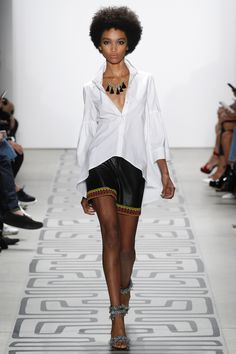 See all the Collection photos from Nicole Miller Spring/Summer 2017 Ready-To-Wear now on British Vogue Fashion 2017, Star Fashion, Runway Fashion, Fashion Show, Fashion Trends, Fashion Weeks, Nicole Miller, Retro Chic, Dressy Shorts