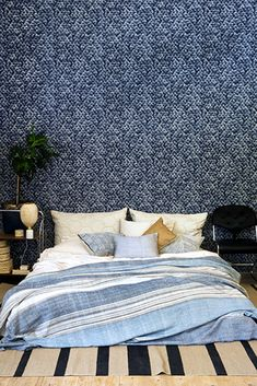 The wallpaper Poppy Deep - from Mimou is a wallpaper with the dimensions x m. The wallpaper Poppy Deep - belongs to the popular wallpape New Wallpaper, Flower Wallpaper, Decimal, Blue Wallpapers, Blue Bedroom, William Morris, Poppy, Comforters, Bedrooms