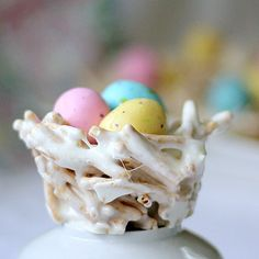 With a Grateful Prayer and a Thankful Heart: Easter / Springtime Bird Nests Marshmallows, butter, chow mien noodles. Put into buttered cupcake pan to form nests. Fill baskets with jelly beans, m& ms. Or bird eggs Hoppy Easter, Easter Eggs, Easter Food, Easter Bunny, Easter Table, Easter Decor, Easter Stuff, Easter Dinner, Holiday Treats
