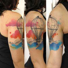 Tatuagem balão - artista brasileira Lan Pravda;