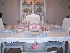 Found this dinning set for about a few dollars. Gave it some love and a new home. Shabby Chic Dining, Dinning Set, Tablescapes, Sewing Crafts, Sweet Home, New Homes, Tea, Pretty, Cottage