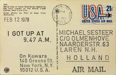 On Kawara, I got up at… Série de cartes postales envoyées du lieu de résidence de l'artiste ; inscription au tampon