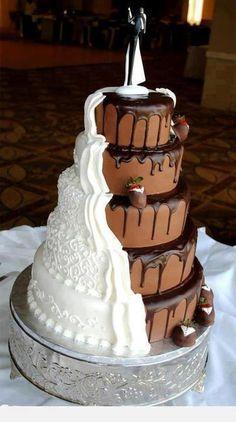 Split Chocolate Vanilla Wedding Cake Picture  http://myhoneysplace.com/category/beautiful-cakes/