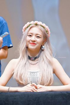 Fansigning Event at the Seoul Women's Plaza Art Hall Kpop Girl Groups, Korean Girl Groups, Kpop Girls, K Pop, Loona Kim Lip, New Girl, South Korean Girls, My Idol, Girl Birthday