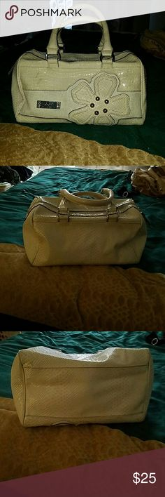 Guess purse Cute white guess purse in great conditions has some dirty spots Guess Bags