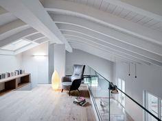 Uno spazio raccolto sotto al tetto curvo