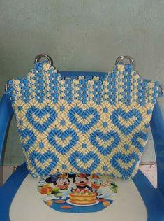 Макраме: идеи со всего света... Macrame Jewelry Tutorial, Macrame Purse, Macrame Bracelets, Crotchet Bags, Decorative Knots, Macrame Design, Crochet Handbags, Wire Weaving, Crochet Accessories