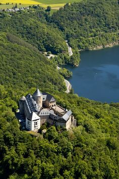 Historic castle hotel Waldeck - Lake Edersee - Germany Castle Fanaticus : Photo