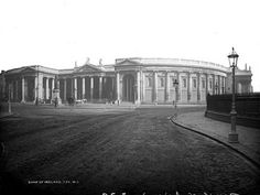 Dublin was home to a number of banks. This photograph shows the famous Bank of Ireland building on College Green c. Old Pictures, Old Photos, Dublin City, Oral History, National Archives, Old Things, Louvre, Explore, Architecture