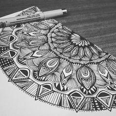 A little Mandala time! #mandala #halfmandala #doodleart #doodlesofinstagram…