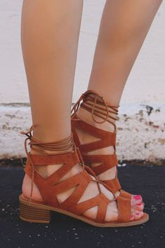 Sandals Summer - Whiskey Cut Out Lace Up Heeled Sandals - There is nothing more comfortable and cool to wear on your feet during the heat season than some flat sandals. Sock Shoes, Cute Shoes, Me Too Shoes, Shoe Boots, Shoes Sandals, Flat Sandals, Brown Sandals, Brown Strappy Heels, Cognac Sandals