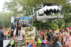 "bikes people's climate march  BP Rex took Black Label, a bike company, two and a half weeks to build. It's made out of car parts and bicycles.  ""BP Rex pretty much represents where we'll be if we continue using fossil fuels - extinct like the dinosaurs,"" Mosieri told TreeHugger."