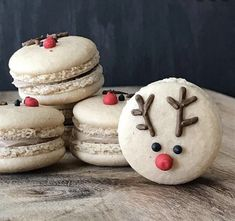 Our kind of macarons for the holidays! Cute reindeer macs by … Our kind of macarons for the holidays! Cute reindeer macs by · · · Wilton Cake Decorating, Cookie Decorating, Box Noel, Christmas Deserts, Macarons Christmas, Macaroon Cookies, Macaroon Recipes, Cute Desserts, Cupcakes