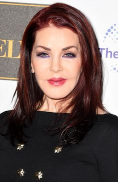 American actress and businesswoman Priscilla Presley was born on May She is best known for her television roles and her marriage to Elvis Presley. Priscilla Presley Joven, Elvis Y Priscilla, Lisa Marie Presley, Elvis And Me, Stevie Nicks Young, Leslie Nielsen, American Legend, Under The Knife, Elvis Presley Photos