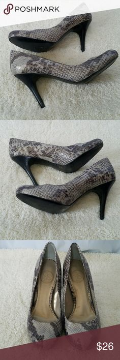 "JESSICA SIMPSON GRAY BLACK SNAKESKIN HEELS 6.5 JESSICA SIMPSON GRAY BLACK FAUX SNAKESKIN PUMPS with a stacked look heel. Size 6.5. There is some wear on soles, but rest of shoe is in.excellent condition. On trend for work or casual!  Approximately 3.5"" heel. All measurements are approximate and taken flat.  Tags: career, workwear, night out, reptile trends Jessica Simpson Shoes Heels"
