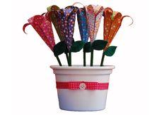 Vasinho feito com flores de origami.  Para conferir esse produto acesse: www.decorasampa.com