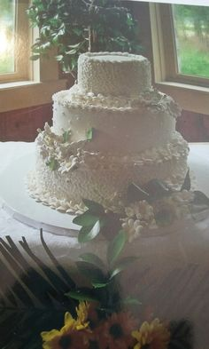 Pearl studded wedding cake.Laurel Island Country Club.